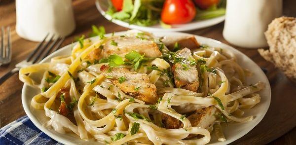 Pasta Met Kip & Citroen/basilicumsaus recept | Smulweb.nl