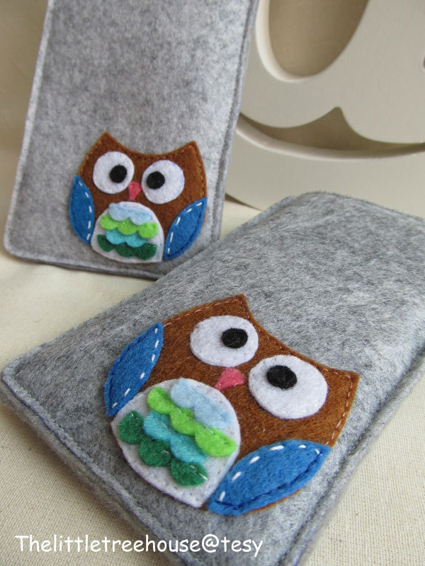 Iphone 4S felt sleeve - Owl. $19.00, via Etsy.