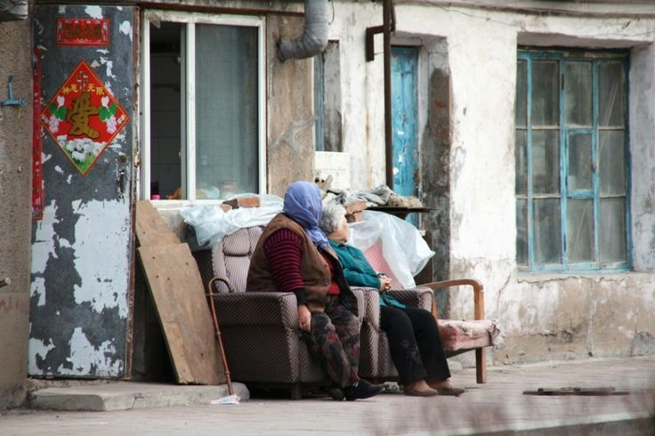 2 old ladies sitting outside and watch the life on street