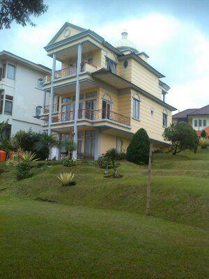 Vila Istana Bunga di Bandung Barat, Jawa Barat Sewa/Booking Villa Contact By Phone 082120989285 / PIN 54C4E860 dhani Kurniawan