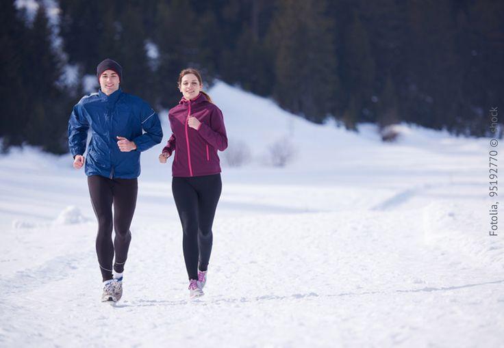 Ihr seid am Joggen und merkt nach kurzer Zeit, dass ihr gehörig ins Schwitzen kommt – oder aber am Frieren seid? Dann liegt das womöglich an eurer Bekleidung: Baumwolle ist nicht die beste Wahl. Tipps zur passenden Funktionskleidung und zum Joggen im Winter lest ihr hier: #MeinQ #MeinQMag