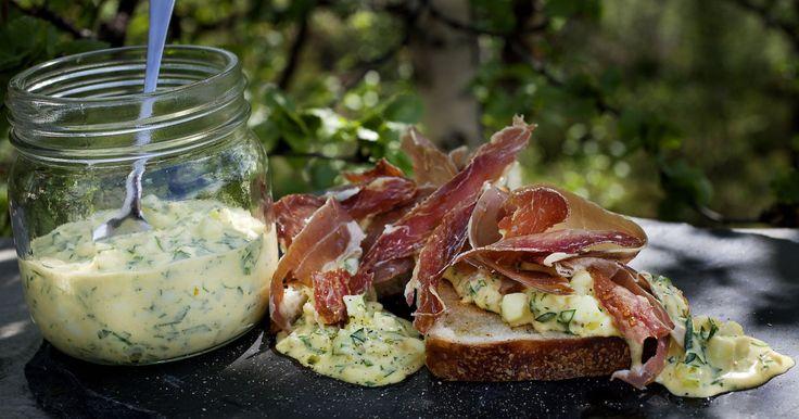 Få oppskrift på eggesalat, blomkålgrateng, grønn eggerøre og lune poteter.
