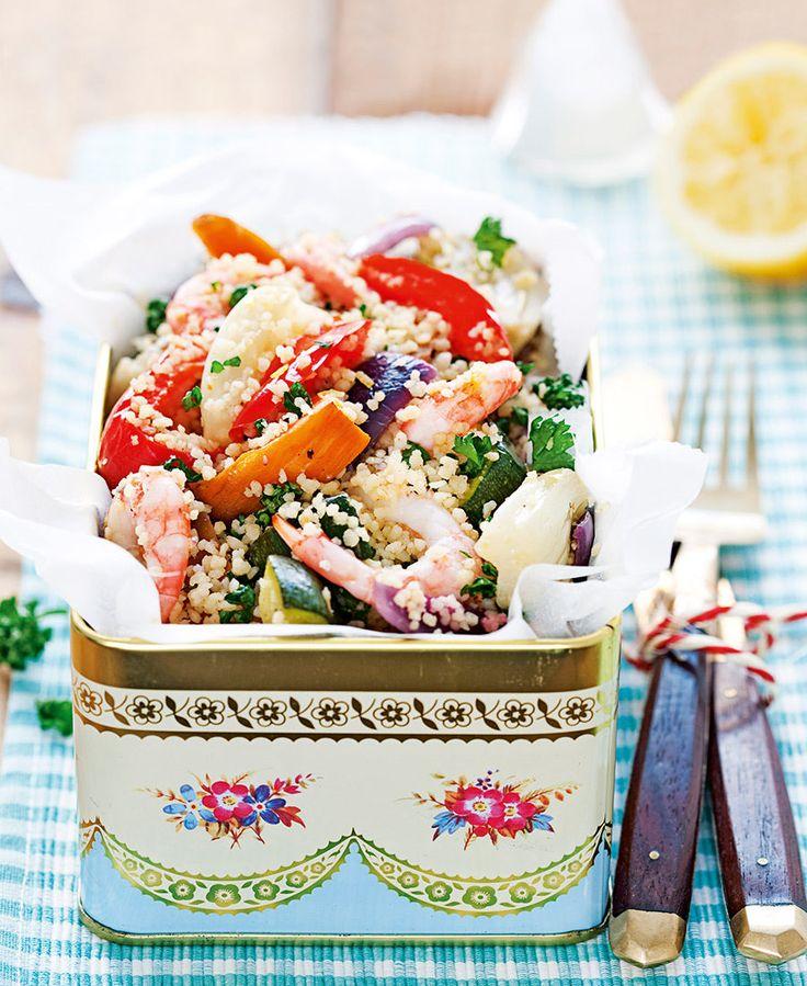 Rostade grönsaker med couscous, räkor och harissa