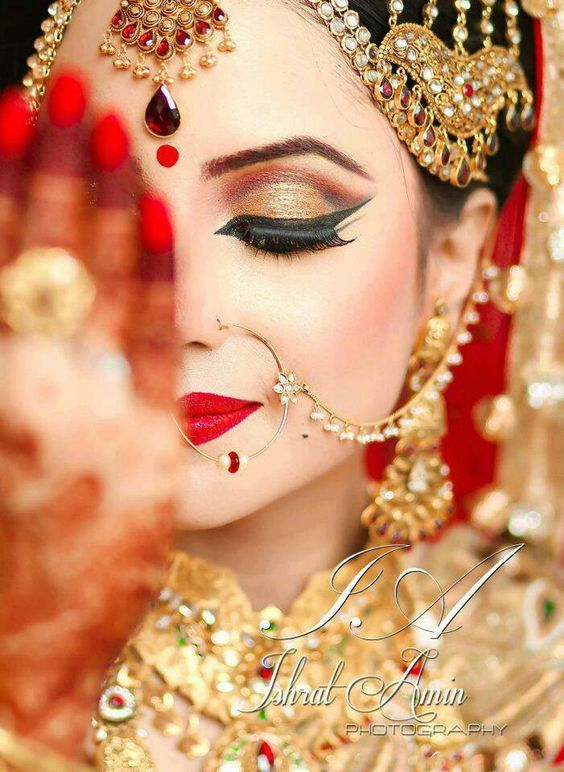 So pretty! love thus traditional style makeup for the bride by C Makeup & Co. Those eyes are to die for!  #IndianWedding #bridal #makeup   curated by Witty Vows - The ultimate guide for the Indian Bride   www.wittyvows.com