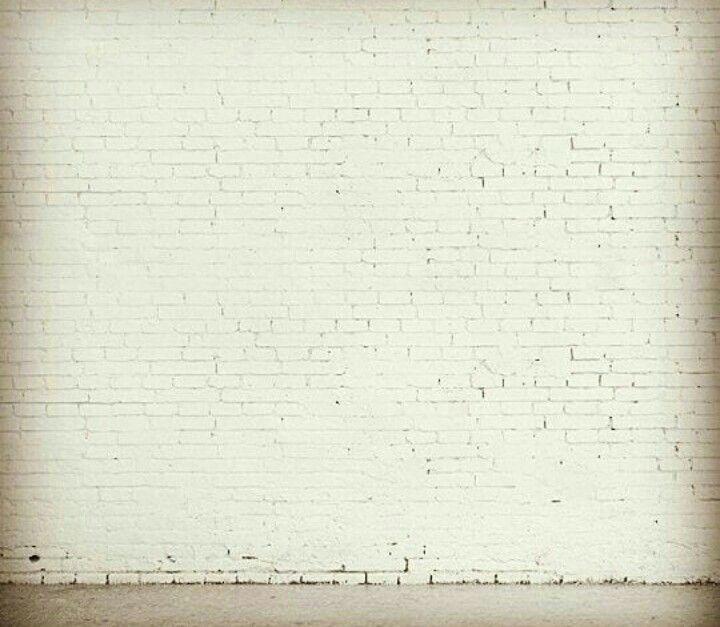 ماذا ستكتب علئ جدار فارغ