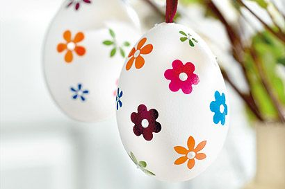 Ostereier mit Frühlingsblüten - Familie.de