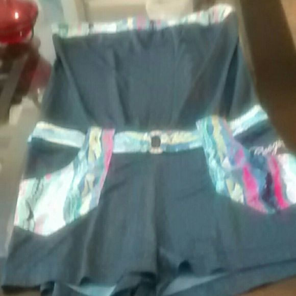 🎈🎈🎈 sale🎈🎈🎈Coogi short set jumper This multi colour jumper is strapless it has an attached belt around the waist very soft spandex material absolutely gorgeous then material great for the spring and summer..nwot COOGI Pants