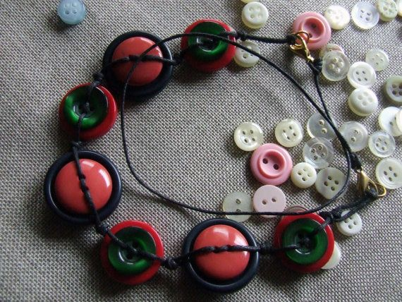 Necklace with vintage buttons blue green red di nodiEbottoni