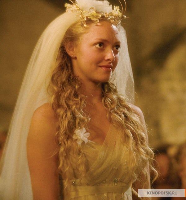 Самые красивые свадебные платья в кино: Mamma Mia!  Красивый киномюзикл, снятый на основе песен АВВА, с не менее красивой сценой свадьбы. Дело происходит в Греции,