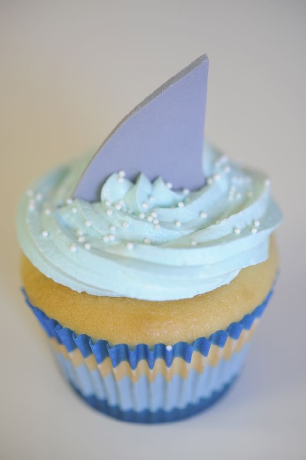 Shark Attack! Shark Bite Cupcakes are cute for Under the Sea Parties + Shark Week Celebrations. #hbd #sharks #theme #party