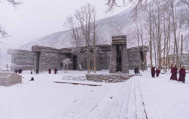 Jianamani Visitor Center / TeamMinus
