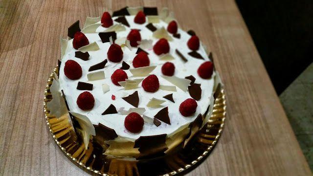 Sims Cake Shop: Bolo framboesa com recheio de doce de framboesa co...