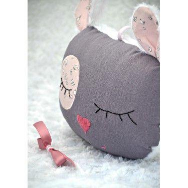 Doudou musical décoratif en lin parme et rose envolée de papillons. Chambre d'enfant poudrée http://shirleyzepap.com/