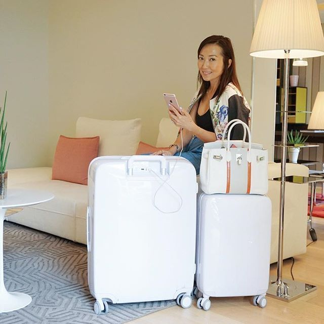 Traveling through Europe w/an 11 year old and multiple gadgets has been hassle free thanks to my cool new @raden luggage!  Each suitcase has built in batteries with two USB ports that will charge phones/iPads/ cameras up to 6 times!  It's a smart luggage and will even weigh itself when full if you download the #Raden app.  And so chic in white! I AM OBSESSED! #RollWithRaden