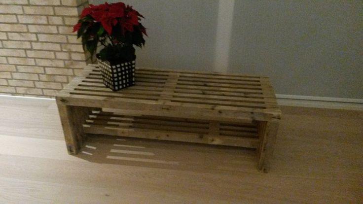 1. bord/bænk af stillads-traller.