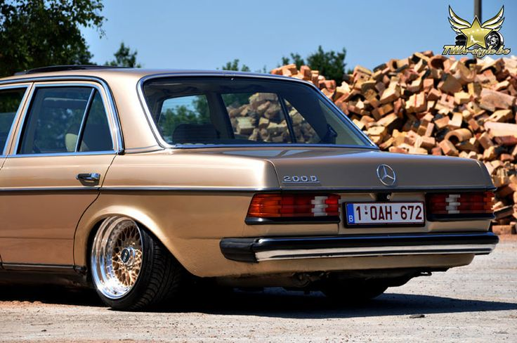 Mercedes Benz W123 200D on BBS RS 06
