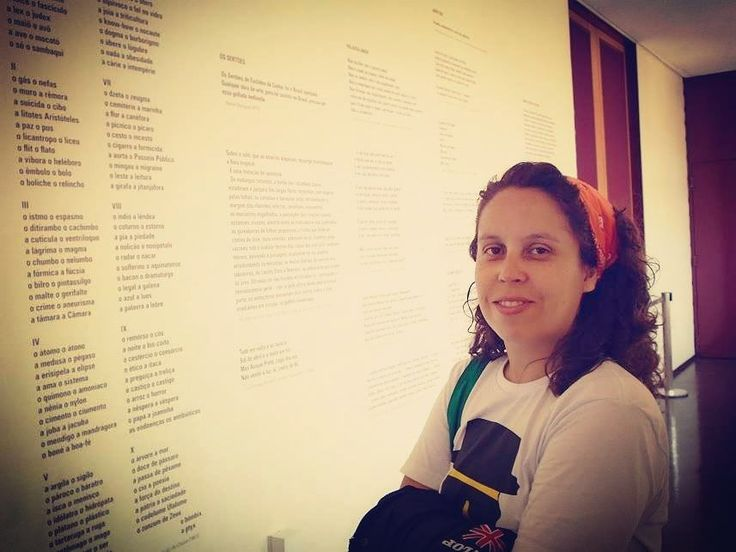 Uma ótima lembrança enviada pelo Facebook hoje um momento no Museu da Língua Portuguesa. Acredito que essa tenha sido nossa primeira viagem pra São Paulo em 2014. Fomos passar com o objetivo de ver a exposição do Ron Mueck ver o maior número de exposições e visitar o maior número de museus galerias bibliotecas e espaços de leitura que nossos pés fossem capazes de suportar. Fizemos 4 dessas viagens com duração de uma semana e a última foi em 2016. São Paulo deixou uma saudade imensa em nossos…