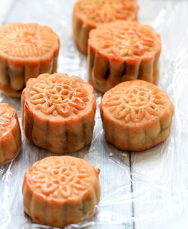 Chinese Moon Cake(Yuebing Recipe) - Traditional Version Recipe - RecipeChart.com