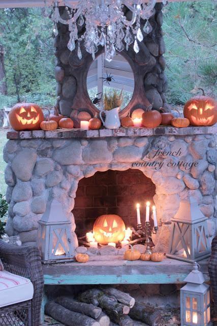 Halloween decorations : IDEAS &; INSPIRATIONS  Halloween Mantel