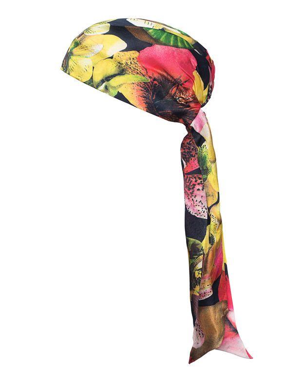 Gemustertes Seiden-Kopftuch Hollywood liebt die ausgefallenen Kreationen von Eugenia Kim!  Kopftuch aus edler Seiden-Charmeuse mit buntem Früchte- und Blumenprint, Gummi-Einsatz hinten sowie Bändern zum Zubinden.  Von Paris bis Los Angeles; Fashionistas setzen auf die coolen Kopfbedeckungen von Eugenia Kim - und das zu jeder Jahreszeit!
