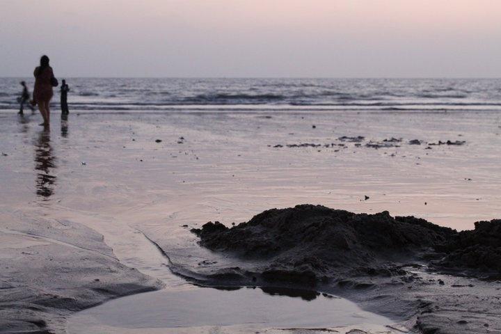 Ditched ... (Juhu beach, Mumbai, April 2011)