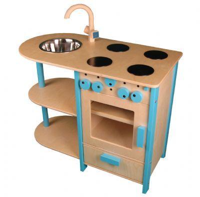 Keukenblok lichtblauw Een mooi en degelijk uitgevoerd keuken blok voorzien van : * draaiende knoppen. * Een opzij draaiende ovendeur. * opbergvakje * 4 fornuispitten * afwasbak met kraan. * diverse opbergmogelijkheden Gemaakt van massief berken materiaal, zeer sterk. Merk: van Dijk Toys Afmeting keukenblok lichtblauw : breedte 77 cm x diep 40 cm werkbladhoogte 62 cm