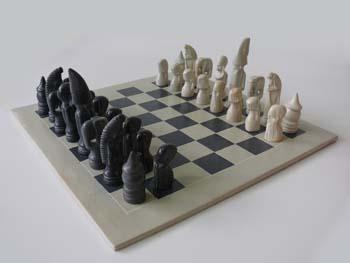 Prachtig schaakbord met de hand gemaakt van speksteen. Nu met 10% #korting en gratis bezorging bij https://fairproductsplaza.nl/speelgoed-en-spellen. #fairtrade