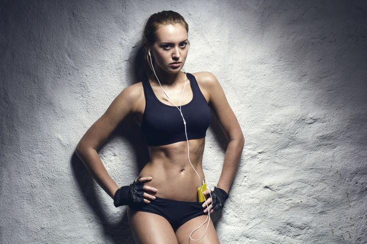 Ćwiczenia na płaski brzuch: ŁATWE skuteczne ćwiczenia na płaski brzuch
