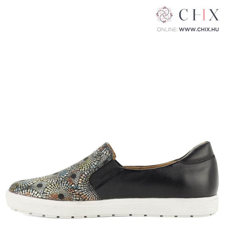 Fekete bőr Caprice slip-on Kényelmes Caprice belebújós bőr cipő fekete színben. A cipő elején színes minta található, talpa gumi. Márka: Caprice Szín: BLACK MULTI Modellszám: 9-24662-27 011 http://chix.hu/noi-cipok/13938-fekete-bor-caprice-slip-on-9-24662-27-011/
