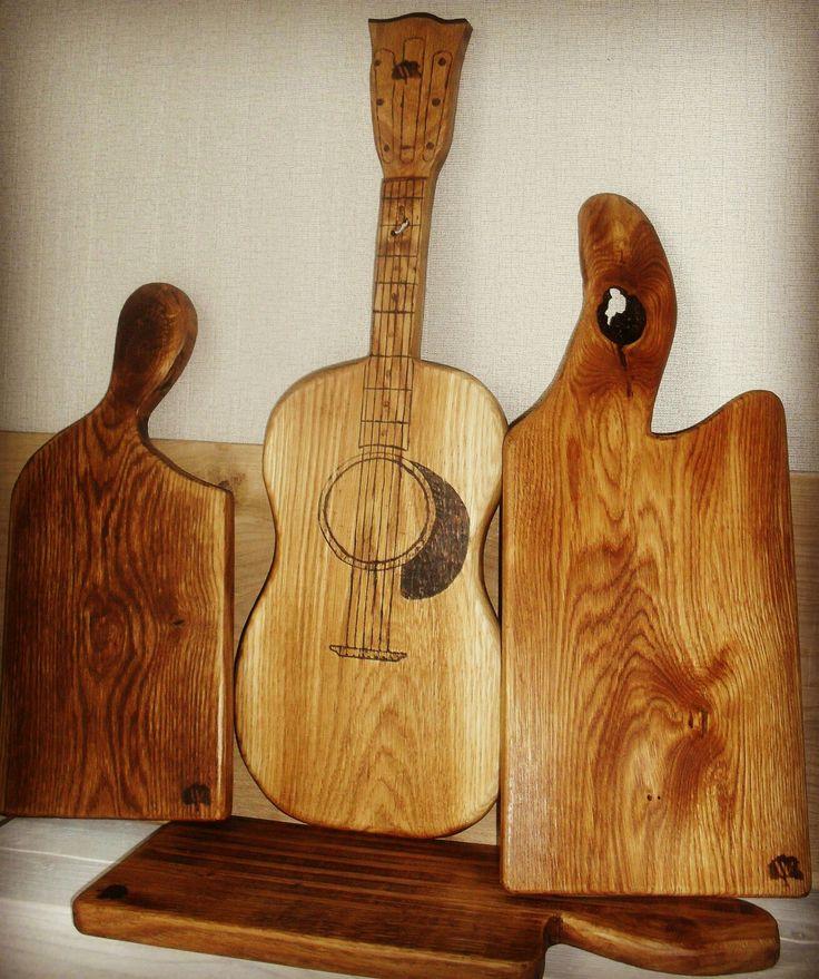 Эти дубовые досочки смотрятся великолепно и станут украшением любой кухни, они отлично подойдут для сервировки стола и подачи кулинарных шедевров😉👍🏻 Уют в доме создают детали, он не зависит от достатка, это то, что создаётся временем, любящими руками и фантазией❤️ Дари уникальность❗❗❗ #разделочныедоски #woodart #woodburning #woodartist #woodworking #woodwork #portrait #instashop #фото #подарок #сувенир #портрет #instashop #woodburning #woodburn #pyropresent #выжигание #выжиганиеподереву…