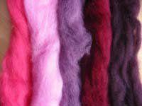 To buy wool felt here: 1 , 2 , 3 , 4.  ¿Dónde comprar lana fieltrable, o láminas de fieltro? Es una pregunta que aún me sigo haciendo, pero...