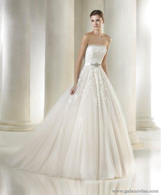 Vestido de novia con falda de tul y cuerpo de encaje