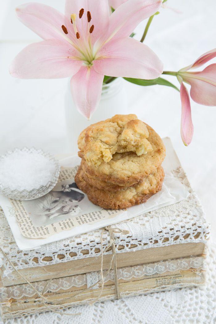 Amerikanische Cookies sind schon etwas sehr Feines. Da fallen nach Verzehr und Genuss Äußerungen wie: chewy, creamy &crunchy. Das beste daran ist definitiv die Schokolade. Großzügig in kleinen…