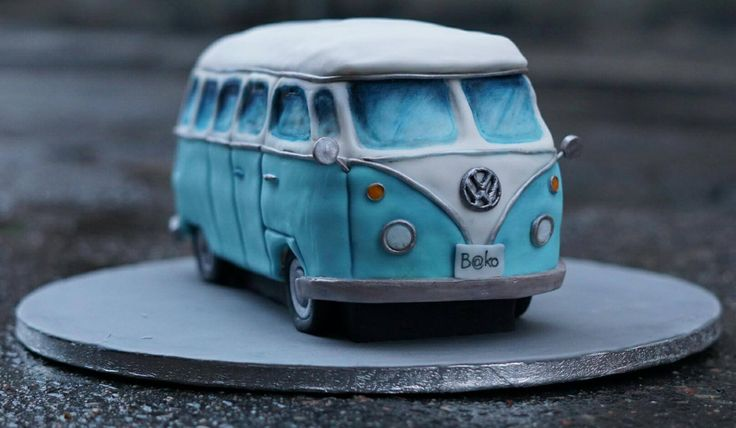 VW BUS CAKE by PAU