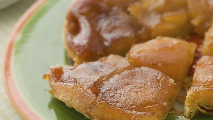 Vypadá trochu neuspořádaně jako všechny obrácené koláče, ale chutná naprosto neodolatelně. Přitom je úplně jednoduchý. Navíc má tato francouzská specialita zajímavou historii. V překladu by její název klidně mohl znít Koláč tetek Tatinových.