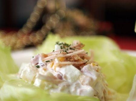 Receita de Salpicão de Frango Defumado - frango defumado , milho verde, uva passa, presunto sem capa de gordura , abacaxi, creme de leite, maionese, maçã verde