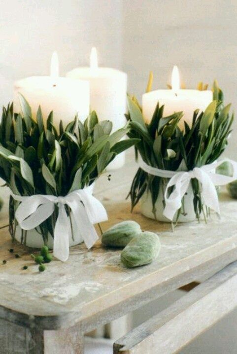 Decoração económica e bonita de velas. Usar também outros ramos de frutos vermelhos, lavander, galhos de louro, paus de canela, flores. etc.