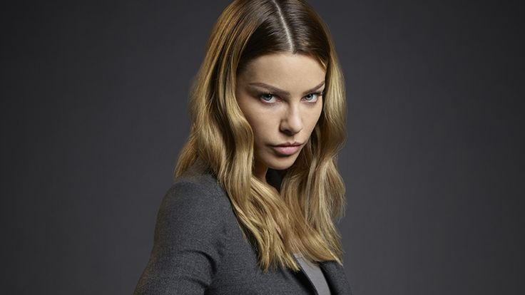 Lauren German as Detective Chloe Dancer.
