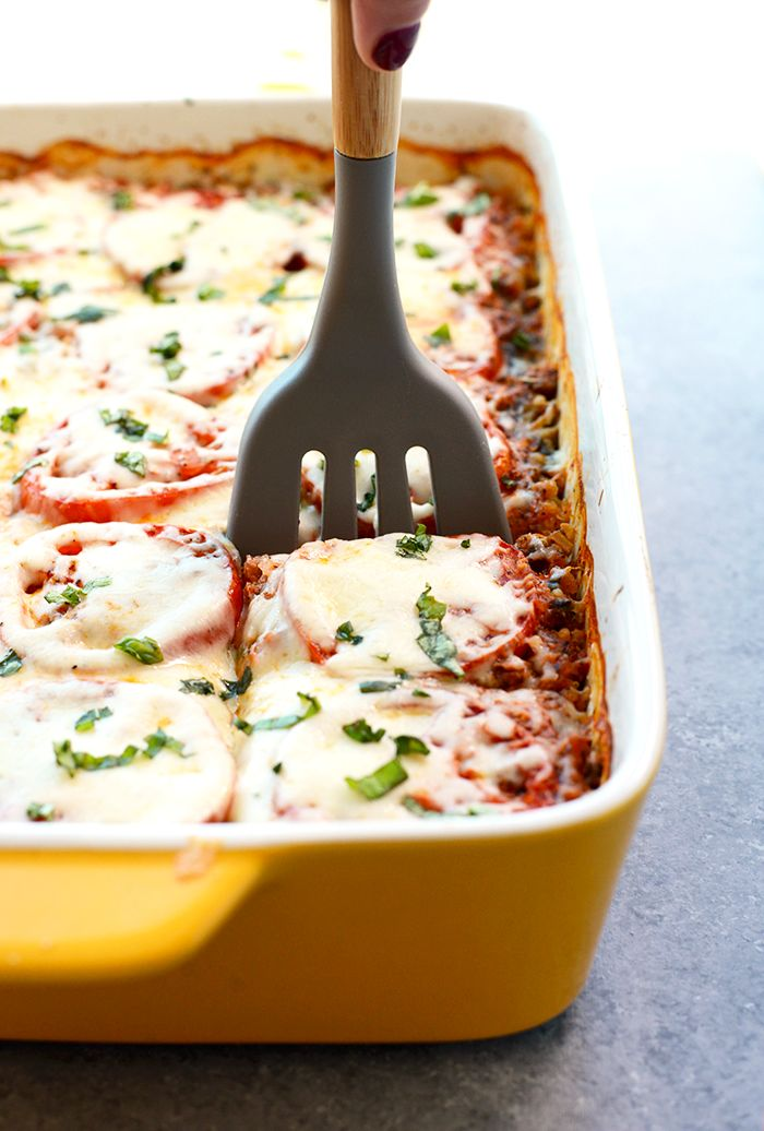 Try this lightened spinach quinoa lasagna casserole for a no-hassle, protein-packed dinner that's sans gluten and filled with so much flavor!
