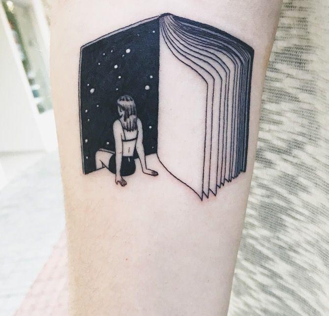 A tatuagem mais linda que já vi sobre livros <3