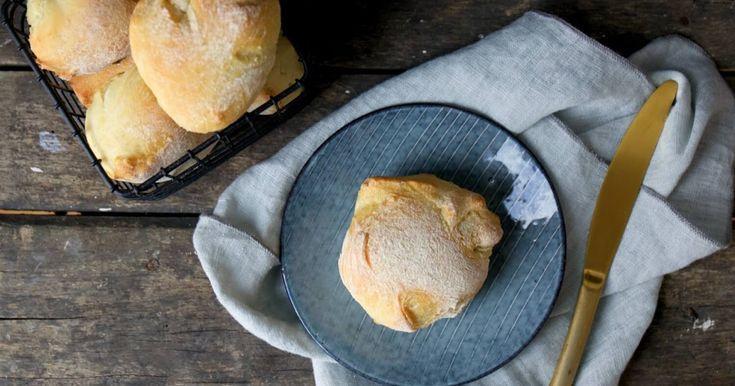 Frischer Brötchenduft am Sonntag morgen ist so herrlich. Habt Ihr denn schon mal mit Kamutmehl gebacken? Es ist dem Weizen sehr ähnlich, jedoch etwas nussiger, süßlicher und leicht buttrig.