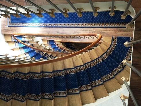 Moquette collection Pindots petits points, tissage axminster 80% laine et 20% nylon, pour tapis d'escaliers et passages de circulations - Hôtel du Printemps - 75008 Paris