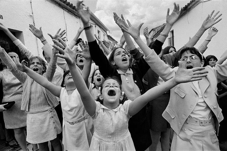 Cruz de mayo. Berrocal, Huelva 1998 © Cristina García Rodero / Magnum Photos / Contacto