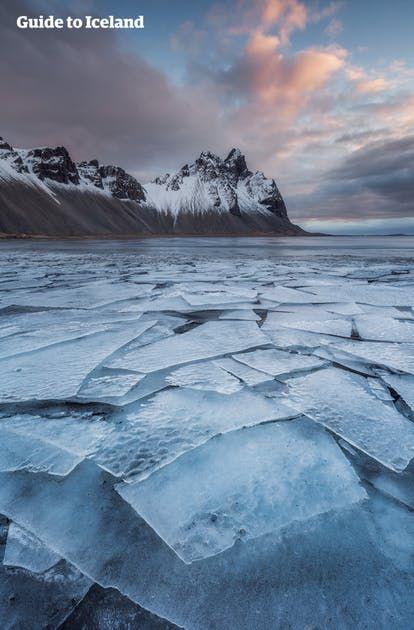 Lancez-vous dans ce voyage hiver guidé de 7 jours/6 nuits en Islande jusqu'à Akureyri avec guide, transport en minibus et vol retour vers Reykjavik. . .