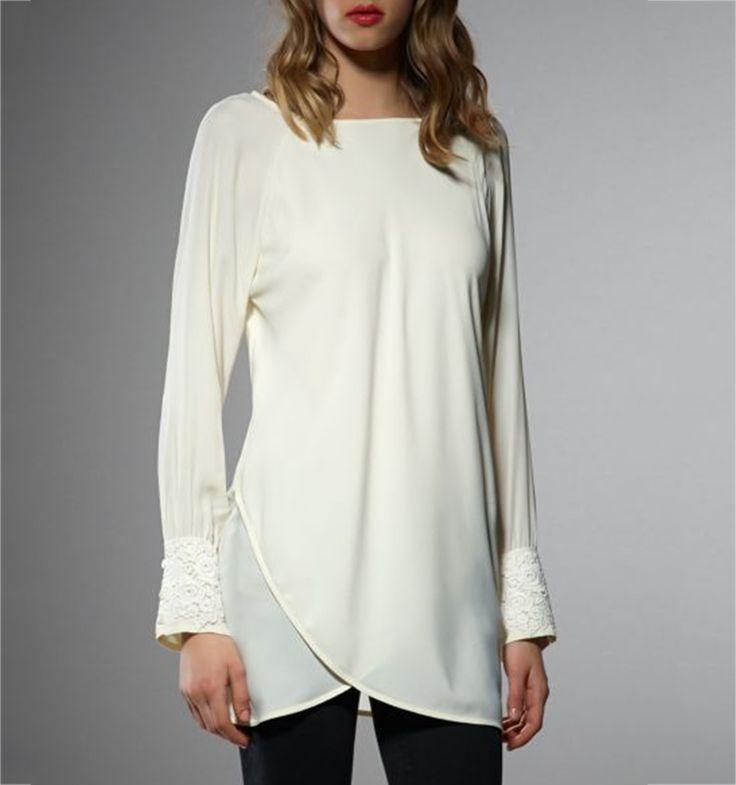 Camicia in seta - Camicia casacca in seta, con pizzo sui polsini, fondo asimmetrico. Manica lunga, Inserti in pizzo, Bottoni ai polsini,