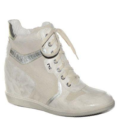 #Sneaker# con la zeppa interna in pelle e camoscio beige.