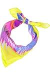 Pañuelo de seda de color amarillo flúor con estampados tropicales en blanco, fucsia, rojo, naranja y azul eléctrico, de Matthew Williamson. Precio: 92€