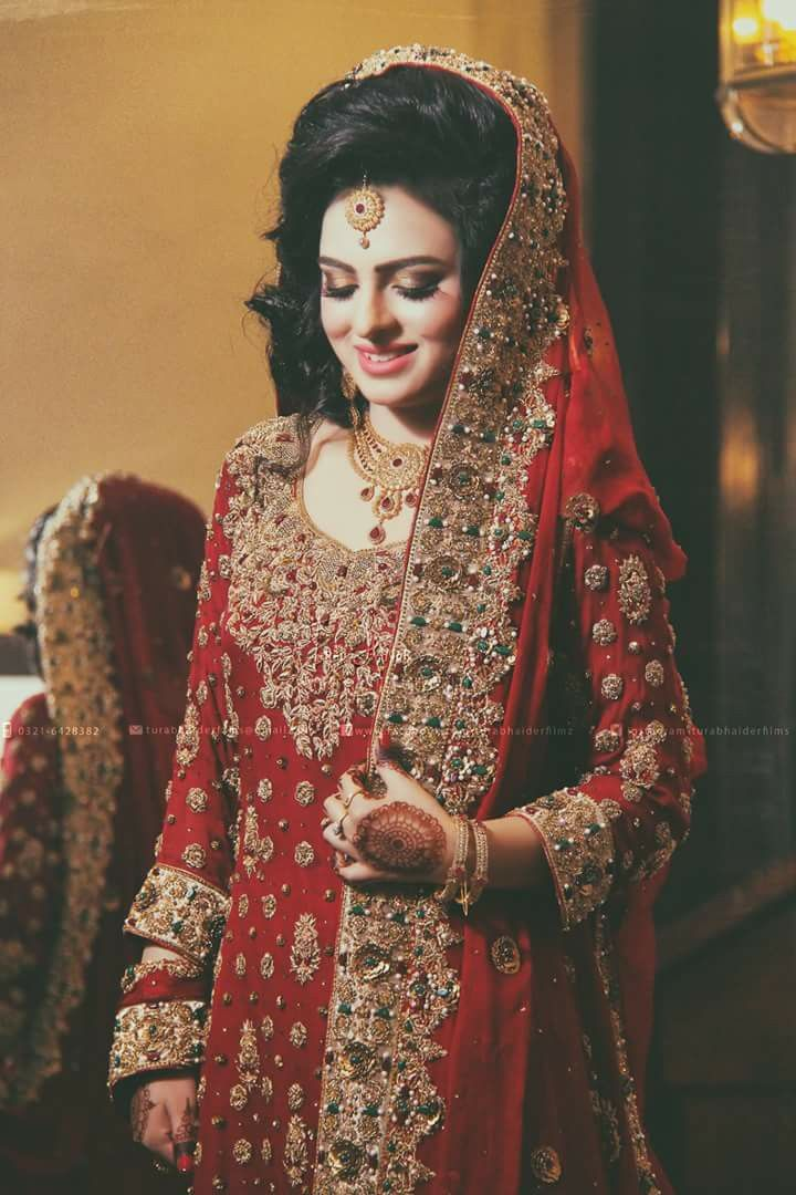 Pin by H. I on Barat Brides | Bridal outfits, Pakistani ...
