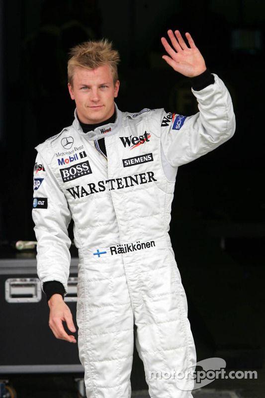 Le poleman Kimi Raikkonen fête sa pole - Grand Prix de Saint-Marin - Photos Formule 1 - Motorsport.com
