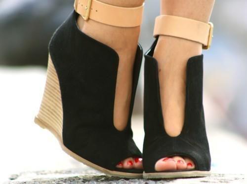 siyah dolgu topuk bilekten bağlamalı ayakkabı